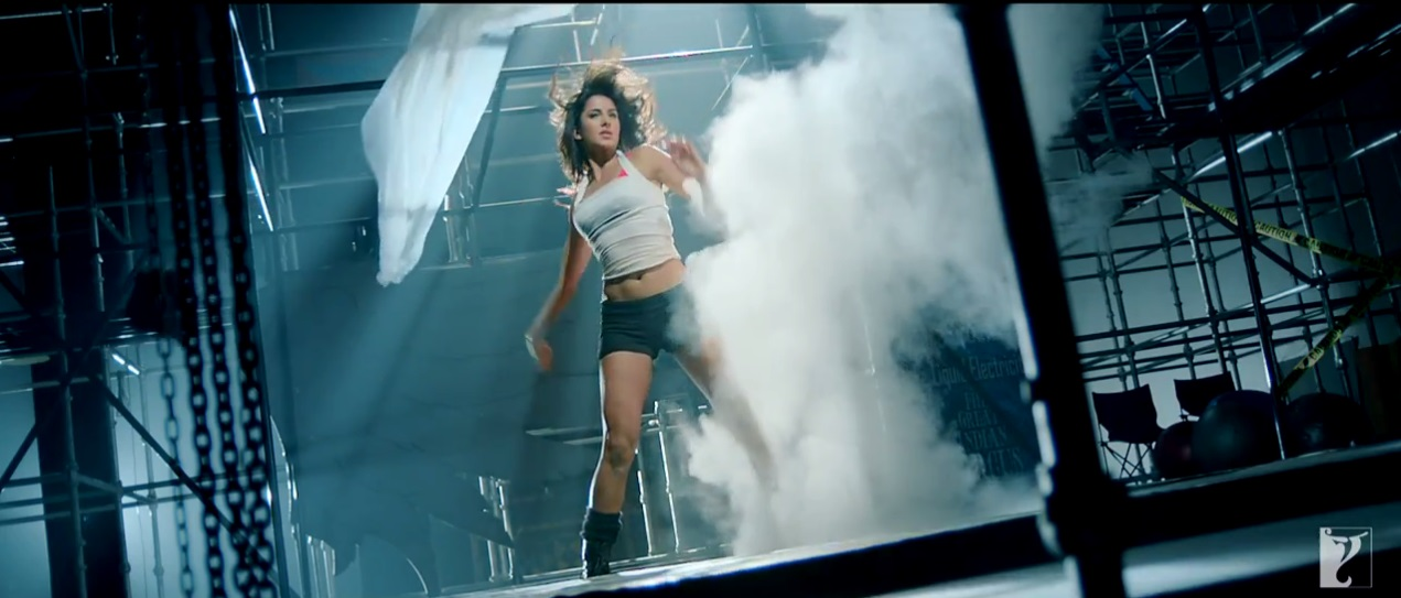 Katrina Kaif Doing Action in Dhoom 3 Teaser Trailer