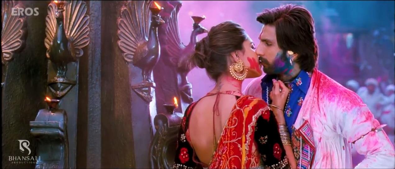 Ranveer and Deepika Kissing Scene on The Ramleela Theatrical Trailer